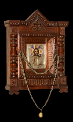 5dg: Christ Pantocrator in a silver oklad (mounting) with enamel crown. Sold